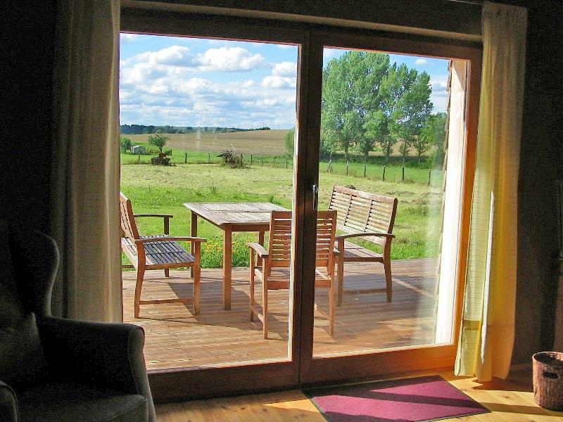 Fewo5, 9 Der Blick über die Terrasse zu den Weiden