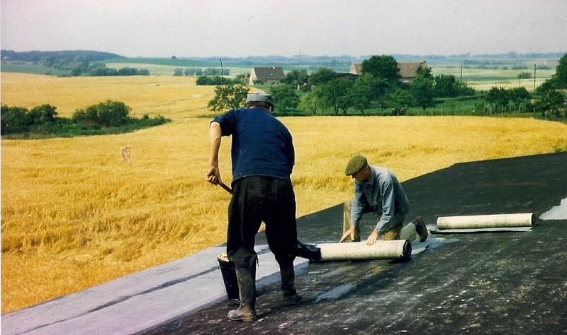 Dacharbeiten früher, Blick in die Landschaft des Seminarhauses